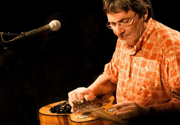 [AUSGEBUCHT] #74 «SOLOSTUNDE» mit MAX LÄSSER; 1 Musiker – 10 Instrumente – 40 Jahre