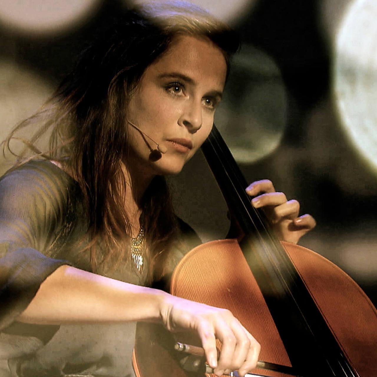 #87 FATIMA DUNN – «Birds and Bones»; Cellistin/Singersongwriterin als One Woman Orchestra: bestrickende, zeitgenössische und überwältigende Popmusik