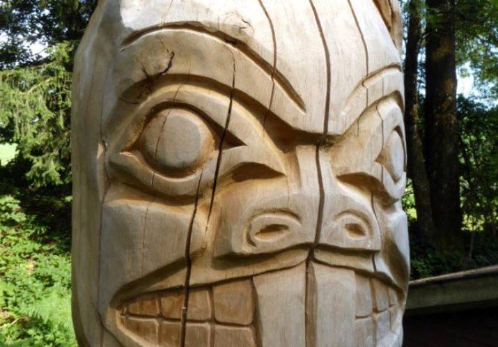 #84 CHRISTIAN EGGENBERGER – Holzskulpturen und Acryl-Arbeiten