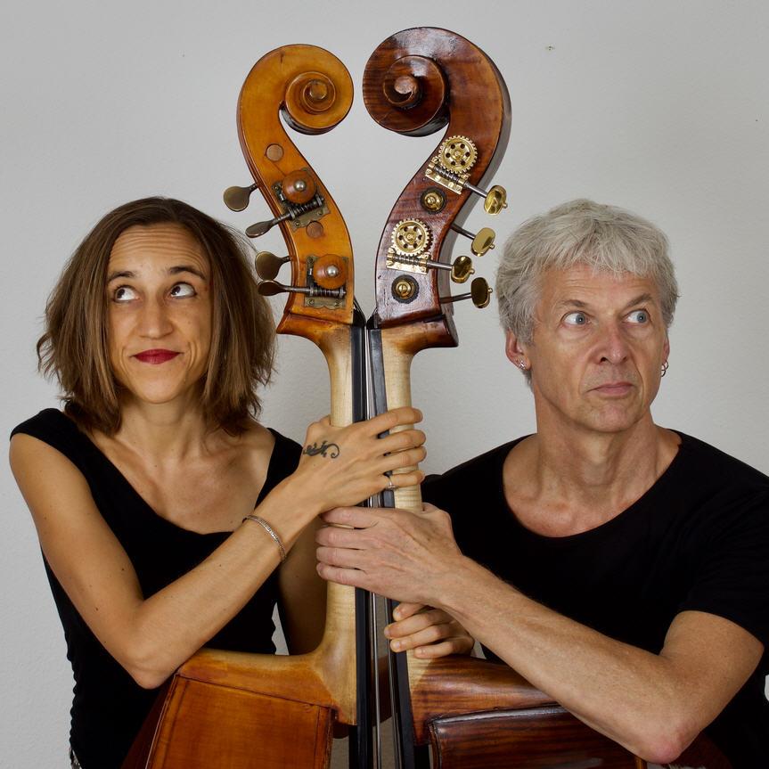 #108 FREDDY-LUKAS – Die klassisch ausgebildete & tangoerprobte Kontrabassistin JOJO KUNZ trifft auf den Jazzkontrabassisten HERBERT KRAMIS – feinfühlig-feurig!